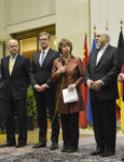 24.11.13 Genewa. Szefowa dyplomacji UE Catherine Ashton i irański minister spraw zagranicznych Mohammad Dżawad Zarif ogłaszają zawarcie umowy.