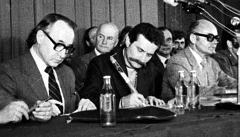 31.08.1980. MKS wymusił na rządzie podpisanie Porozumień Sierpniowych.