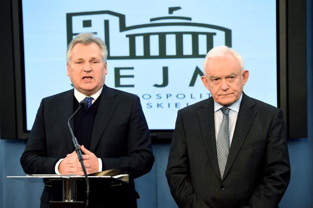 """10.12.14 """"Dwa Busha pieski"""" tłumaczą się w Sejmie."""