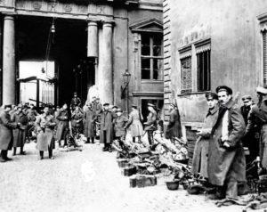24.12.1918 r. Rewolucyjni marynarze na terenie Zamku Miejskiego w Berlinie.