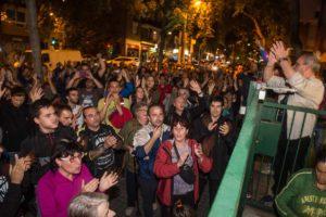 Barcelona w nocy referendum
