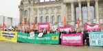 24.10.17 Budynek Reichstagu, Berlin. Protest przeciw rasistowskiej partii AfD podczas pierwszego posiedzenia nowego Bundestagu.