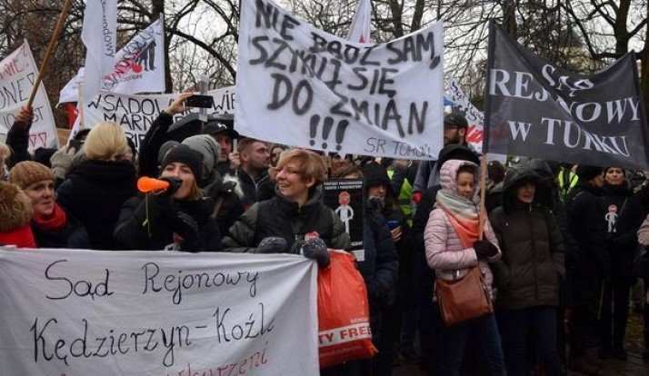 13.11.17 Warszawa. Pracownicy sądów żądają 10 proc. podwyżki.