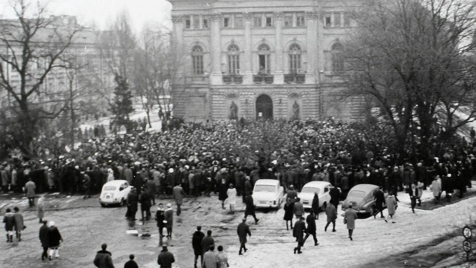 08.03.1968 Wiec na Uniwersytecie Warszawskim.