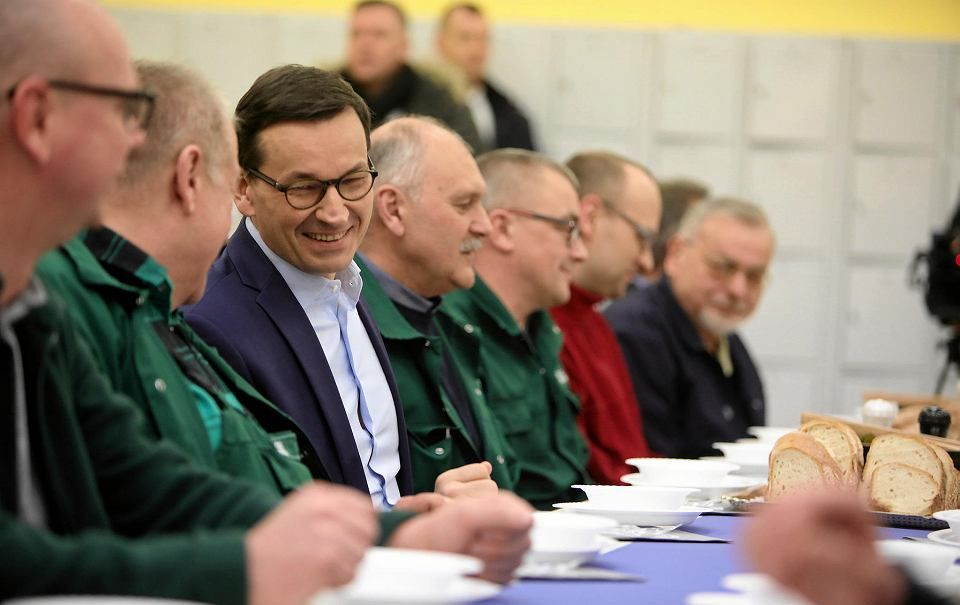 27.02.18 Poznań. Bankster-premier udaje przyjaciela robotników w zakładach Cegielskiego.