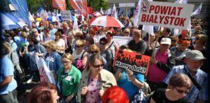 21.04.18 Manifestacja ZNP przed MEN (patrz s. 10).