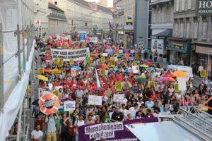 30.06.18 Wiedeń. Ponad 100-tysięczna demonstracja związkowa przeciw próbom wprowadzenia 12-godzinnego dnia pracy przez konserwatywno-faszystowski rząd. Strajki są planowane.