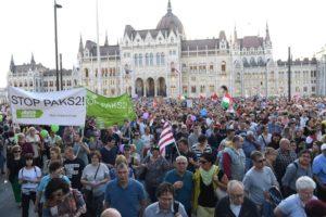 21.04.18 Budapeszt - przed budynkiem parlamentu.