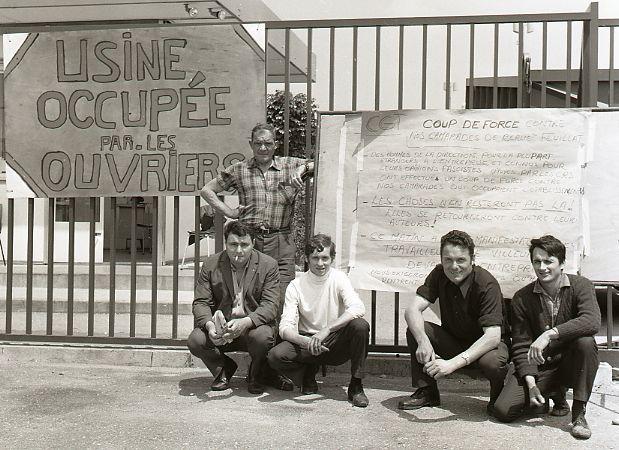 """Płd. Francja 1968 r. """"Fabryka okupowana przez robotników""""."""