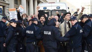 29.04.18 Przeciwnicy chronionego przez policję marszu  faszystowskiego ONR.