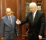 Sierpień 1998 r. Prezydent Rosji Borys Jelcyn z jeszcze pokornym szefem FSB (dawniej KGB) Władimirem Putinem.