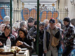 Jadłodajnia dla ubogich w Atenach. W Grecji od 2008 r. podwoiła się liczba osób żyjących w nędzy.