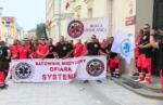 24.08.18 Ratownicy medyczni protestują pod gmachem Ministerstwa Zdrowia