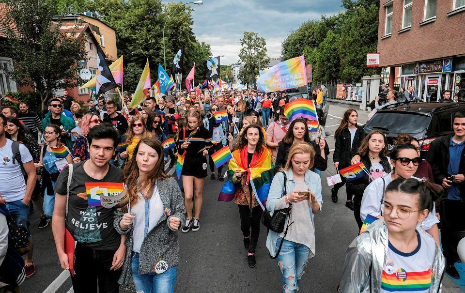 15.09.18 Pierwszy Szczeciński Marsz Równości. Masowe manifestacje są najlepszą bronią przeciw sadystycznym homofobom.
