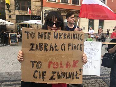 tabliczka przeciw anty-ukraińskiej polityce