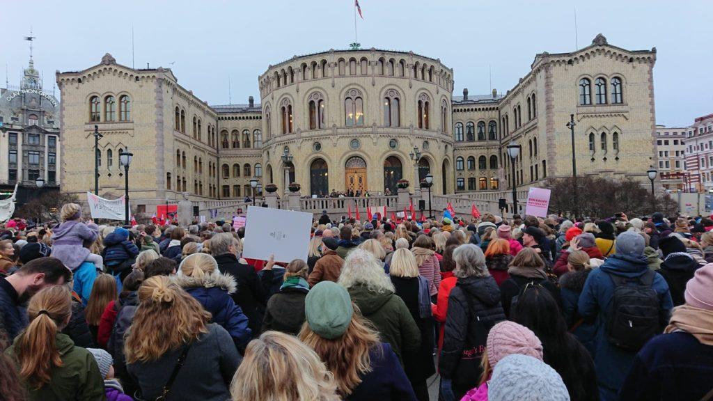 17.11.18 Oslo. Demonstracja przed parlamentem.