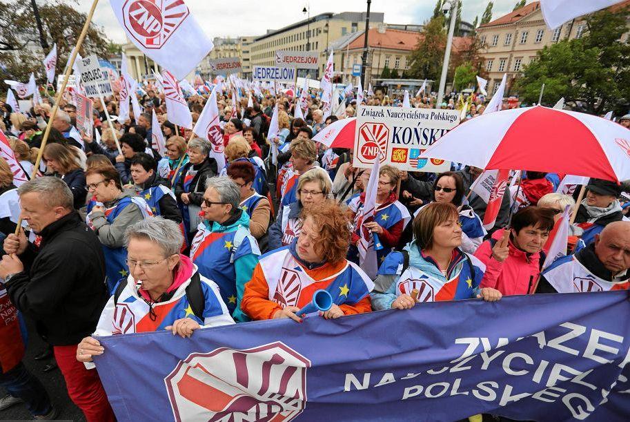 22.09.18 ZNP na ogólnokrajowej manifestacji OPZZ.