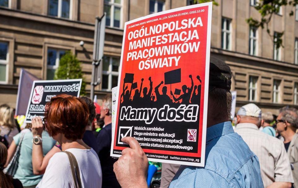 21.04.18 Zorganizowana przez ZNP ogólnopolska manifestacja  pracownic i pracowników oświaty pod MEN.