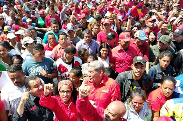Przeciwnicy prawicowego zamachu stanu.