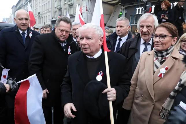 """11.11.18 Najwyższe władze państwowe współorganizowały z faszystami i antysemitami tzw. """"marsz niepodległości""""."""