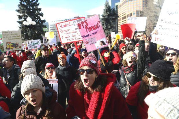 11.02.19 Denver, Kolorado. Pierwszy dzień strajku w oświacie. W 2018 r. liczba strajkujących pracowników w USA była  najwyższa od 32 lat!