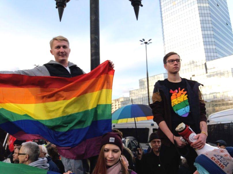18.03.19 Kontrdemonstracja przeciwko homofobicznej pikiecie przed warszawskim ratuszem.