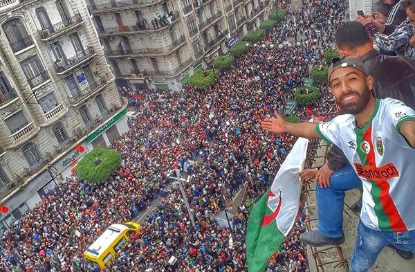 Algier 03.2019. Ogromna demonstracja na ulicach stolicy.