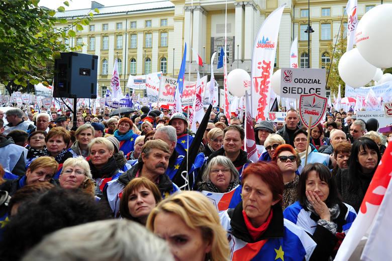 14.10.15 Wspólna demonstracja oświatowych związków zawodowych przed Kancelarią Premiera.