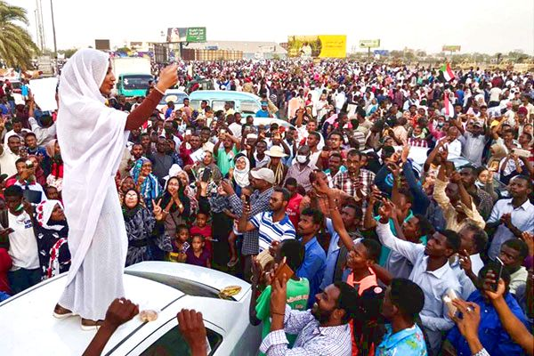 Kobiety odgrywają kluczową rolę w sudańskiej rewolcie. (Zdjęcie: @iAlaaSalah/Twitter)