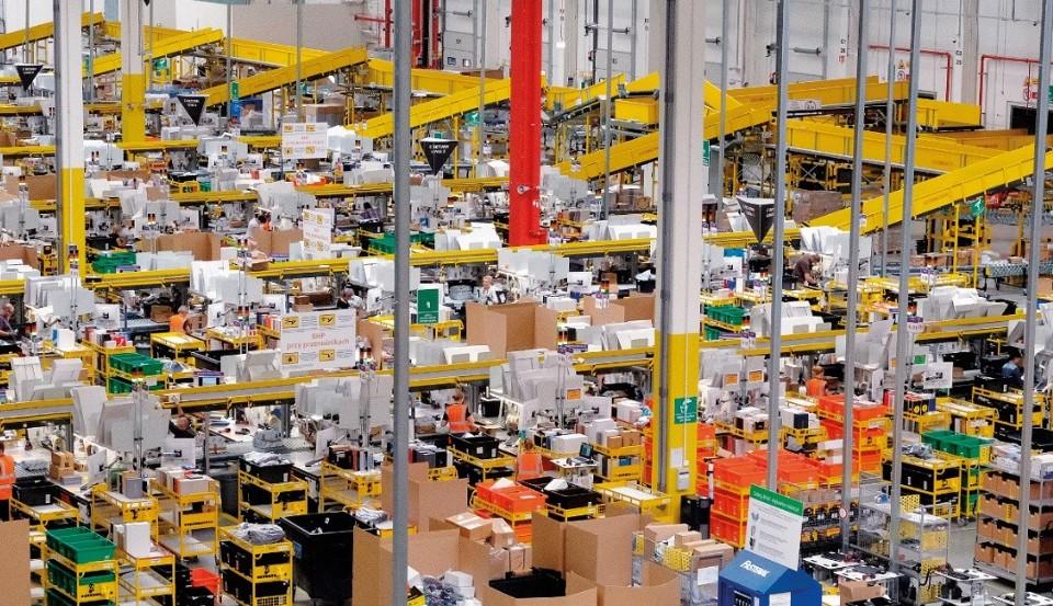 Gigantyczna hala firmy Amazon w Sosnowcu.