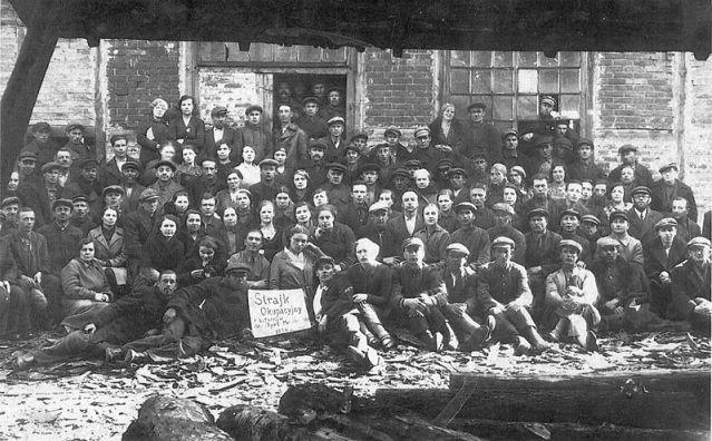 1936 r. Białystok. Strajk okupacyjny w fabryce dykt.