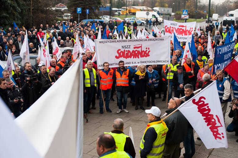 18.11.19. Demonstracja związkowców przed krakowskim oddziale ArcelorMittal Poland.