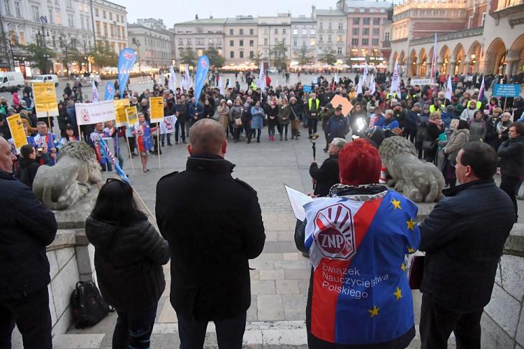 08.11.19 Kraków. Demonstracja ZNP