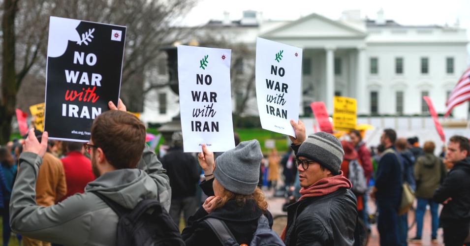 Demonstracja antywojenna przed Białym Domem.