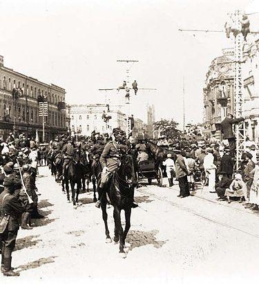 09.05.1920 Kijów. Defilada Wojska Polskiego. Wkrótce   żołnierze Piłsudskiego zostali wygnani z miasta.
