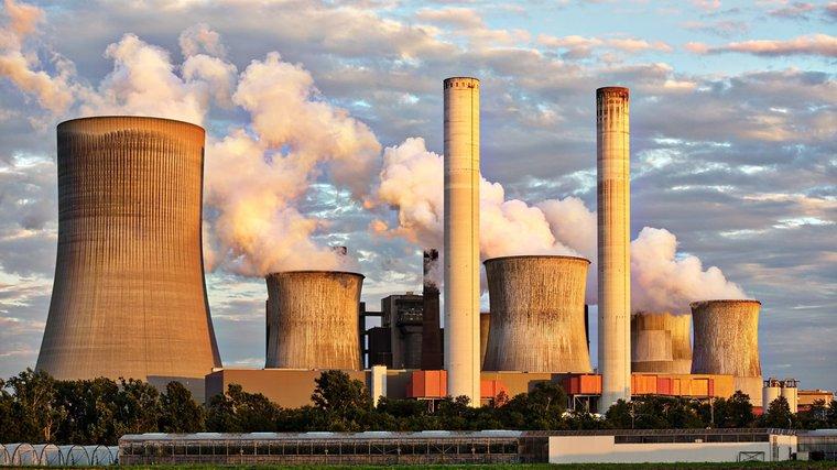Kapitalizm opiera się na paliwach kopalnych.