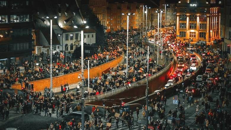 Wrocław. Protesty kobiet podkopują poparcie dla faszystów.