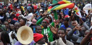 Mieszkańcy stolicy Harare cieszą się z upadku Mugabe.