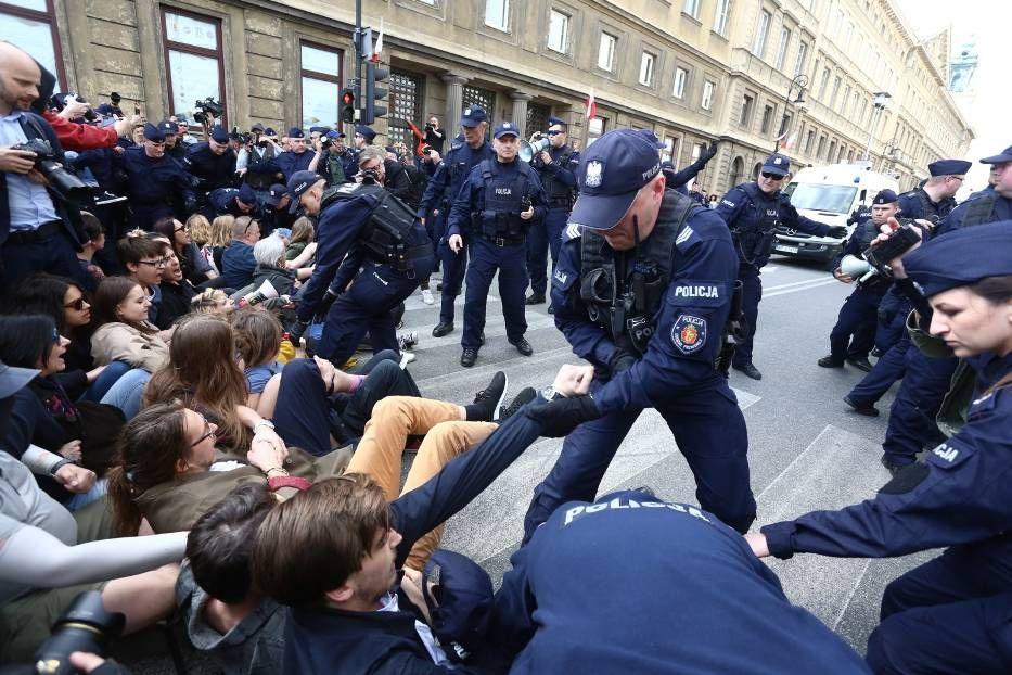 01.05.19 Warszawa. Antyfaszystowska blokada marszu Konfederacji.