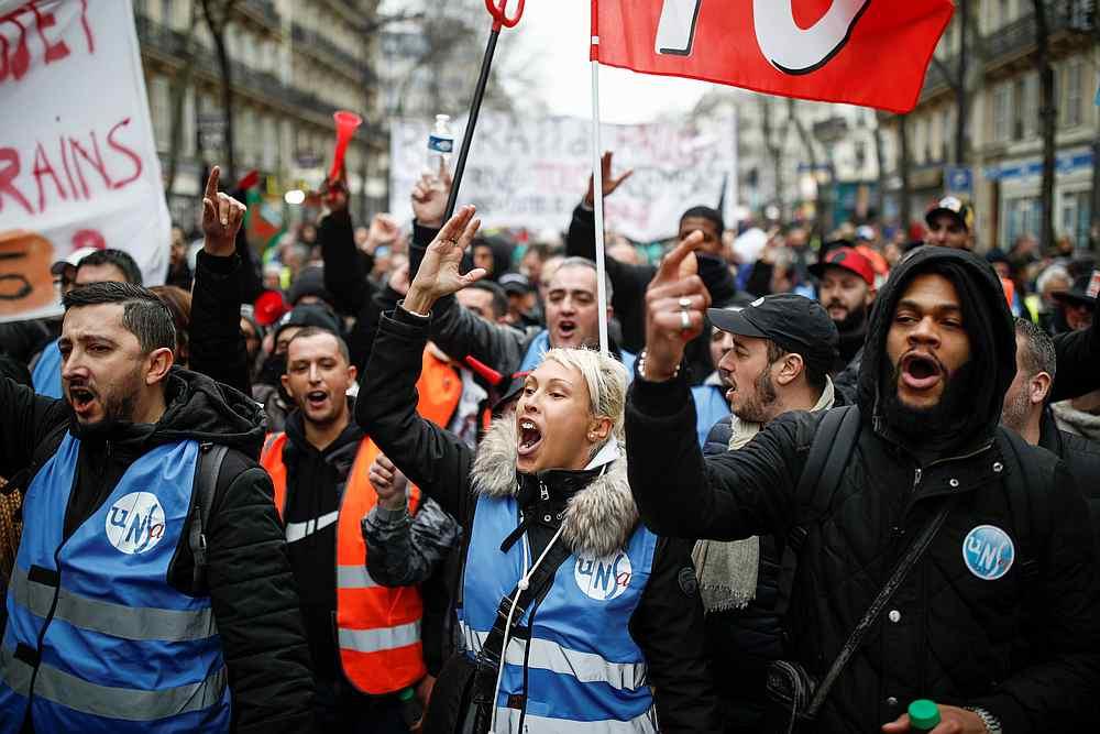 Strajkujący w Paryżu.