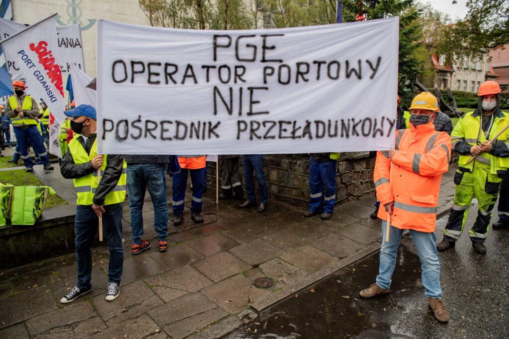 15.10.2020 Port Gdańsk. Manifestacja związkowa w obronie ponad 300 miejsc pracy.