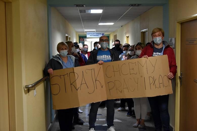 01.03.21 Gorlice. Strajk pracowników firmy Impel zajmującej się sprzątaniem i wydawaniem posiłków w szpitalu.