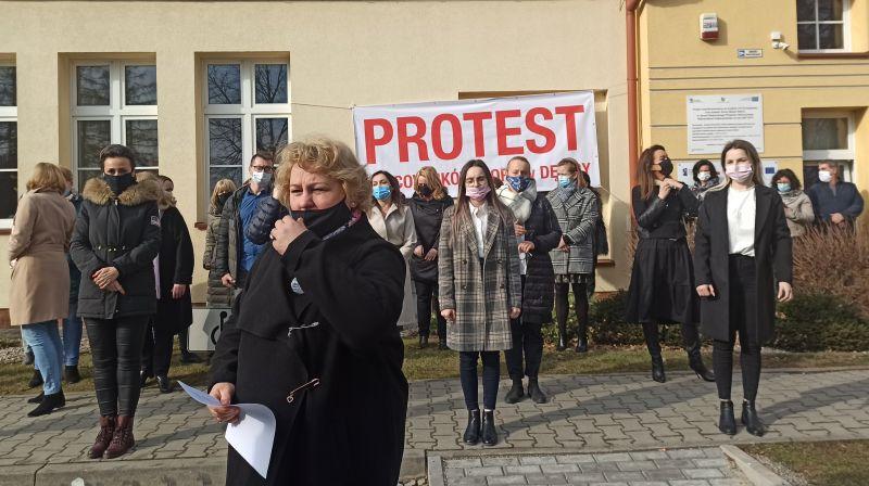 Protest pracowników MOPS w Dębicy