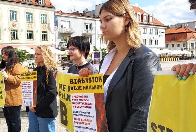 25.08.21 Białystok. Działaczki Młodzieżowego Strajku Klimatycznego.