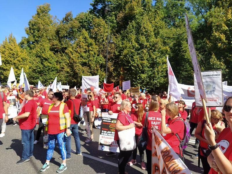 10.09.21 Warszawa. Demonstracja pracujących w sądach i prokuraturach.